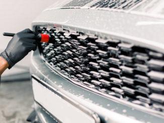 Insekten vom Autolack entfernen